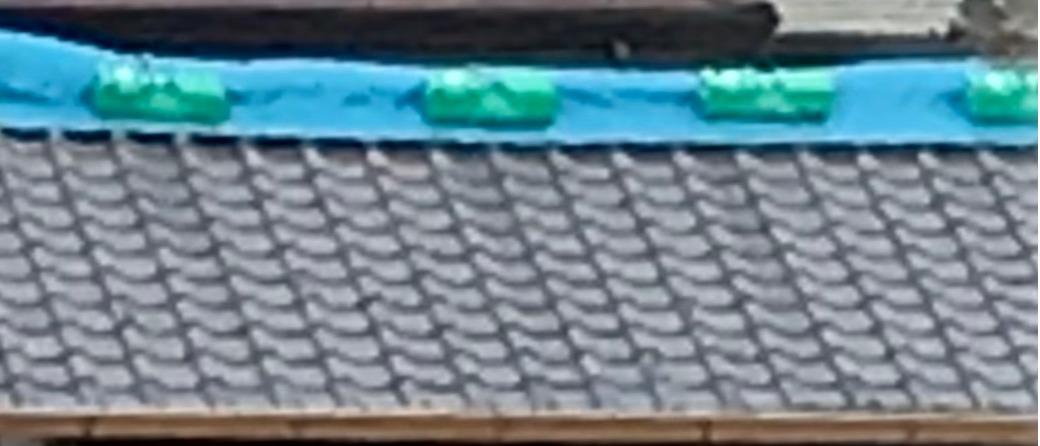 ブルーシートで屋根を応急処置