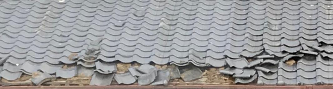 台風29号屋根が飛ぶ