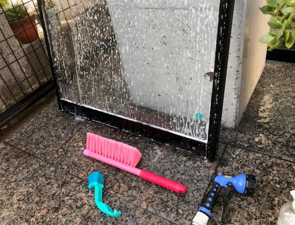 コンクリート打ちpなしの家のガラス清掃