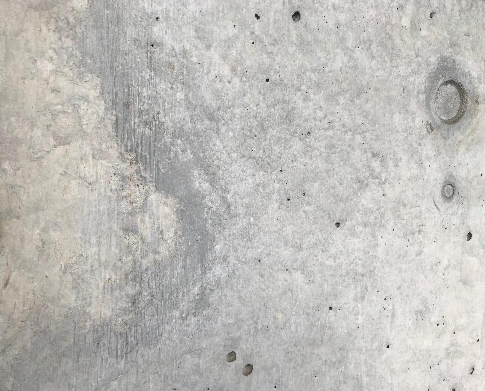 コンクリート打ちぱなしの壁が荒れる