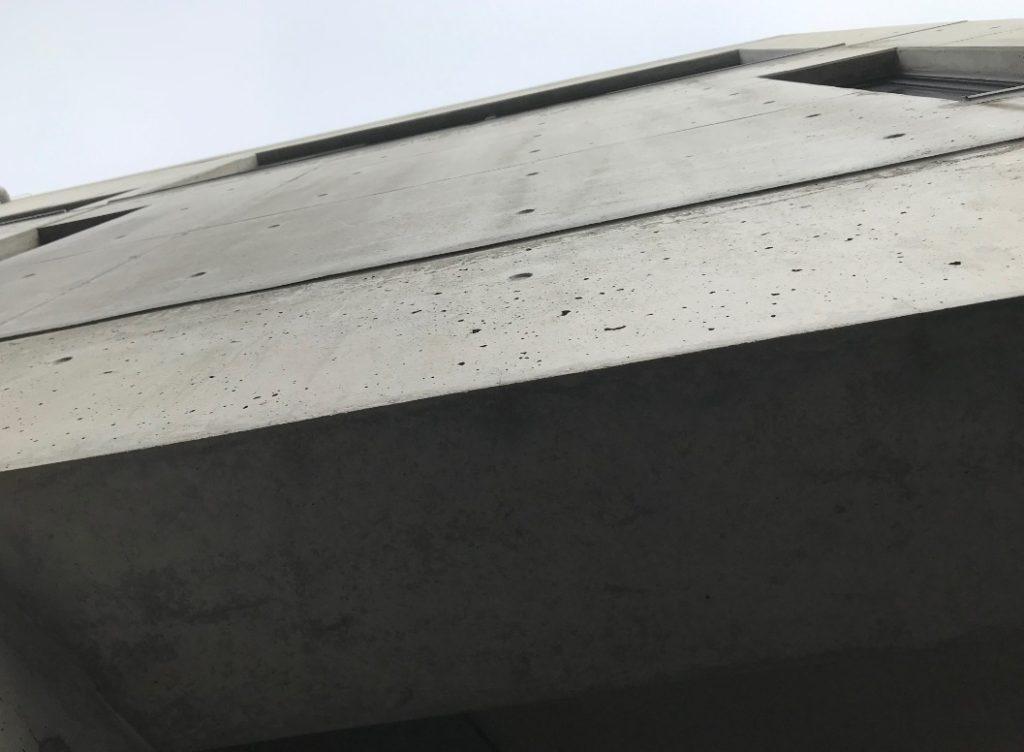 コンクリート打ちぱなしの壁