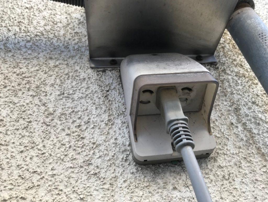 給湯器の電源がつかない時にコンセントを抜く